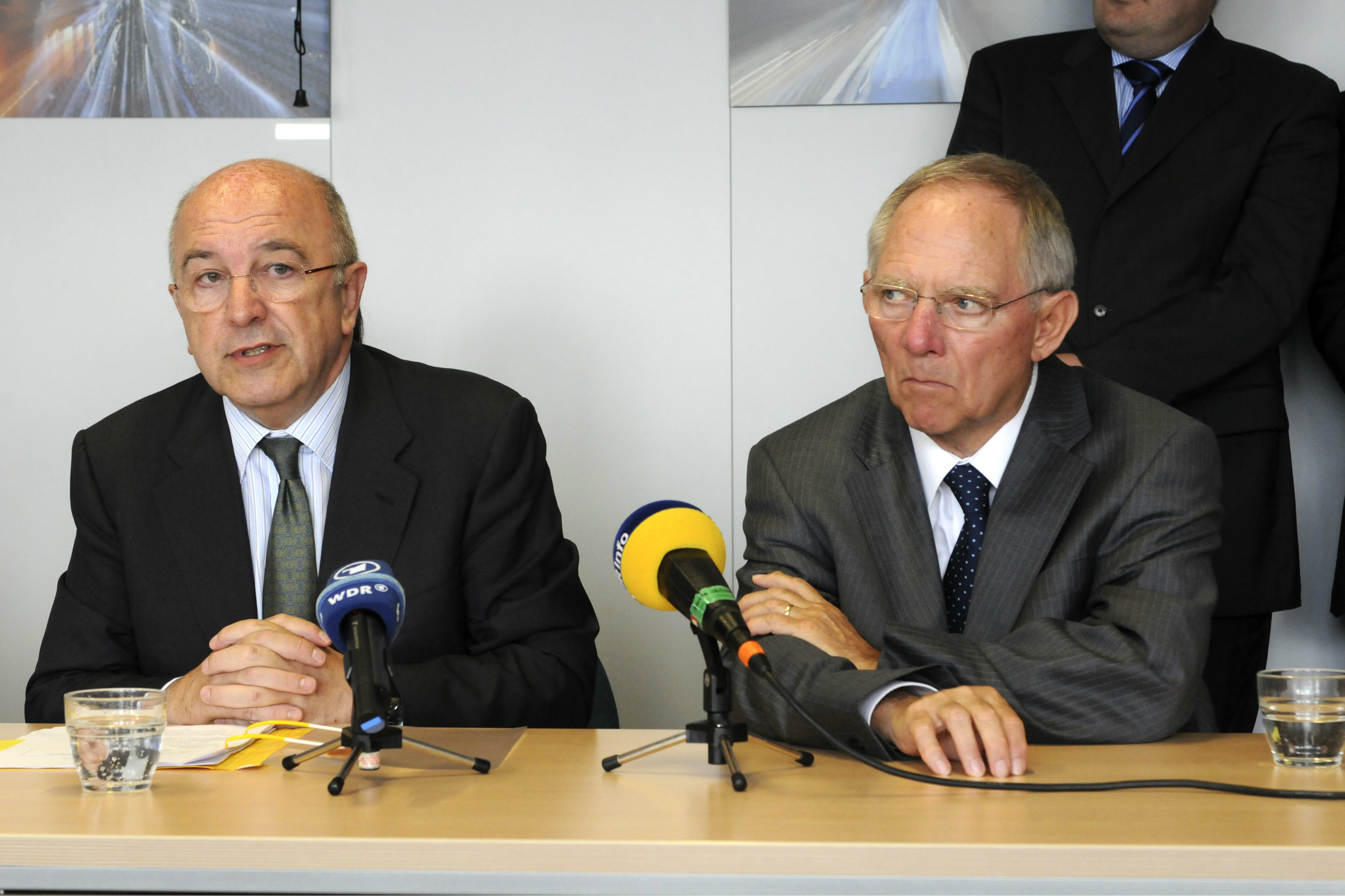 German Finance Minister Wolfgang Schäuble (right) meets with EU Competition Commissioner Joaquín Almunia. Brussels, 2011 [EC]