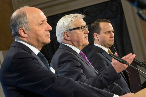Foreign ministers Laurent Fabius (France), Frank-Walter Steinmeier (Germany), und Rados?aw Sikorski (Poland) at a joint press conference in Weimar. [Auswärtiges Amt © photothek/Im]