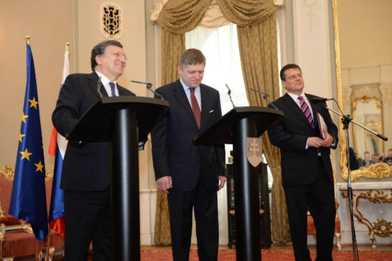 Commission President José Manuel Barroso, the Slovak Prime Minister Robert Fico and Slovak Commissioner Maroš Šef?ovi?