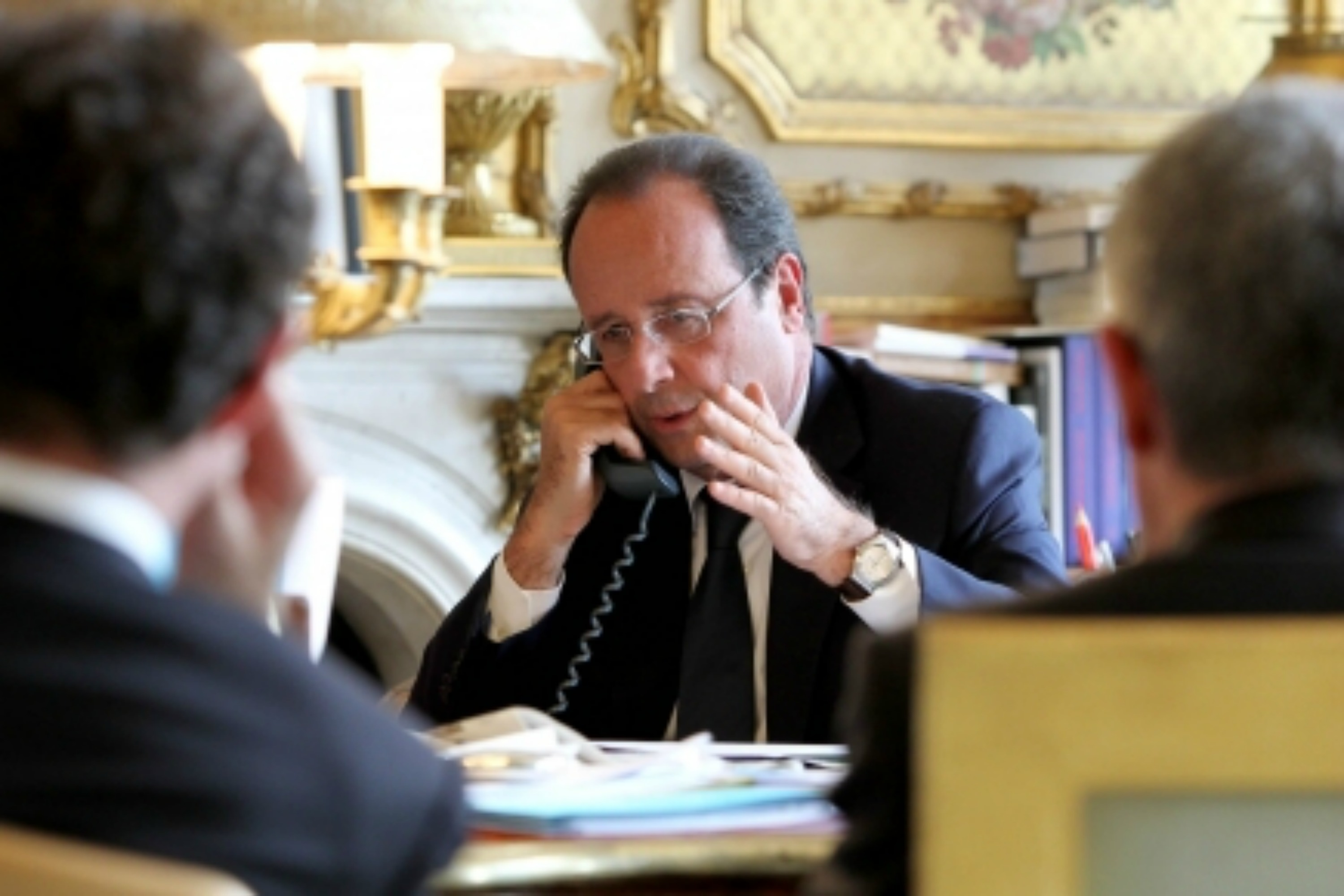 François Hollande on the phone with Vladimir Putin [French Presidency website]