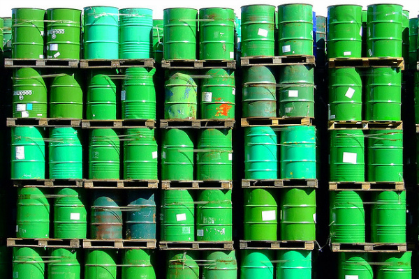 Oil drums. [Sergio Russo/Flickr].