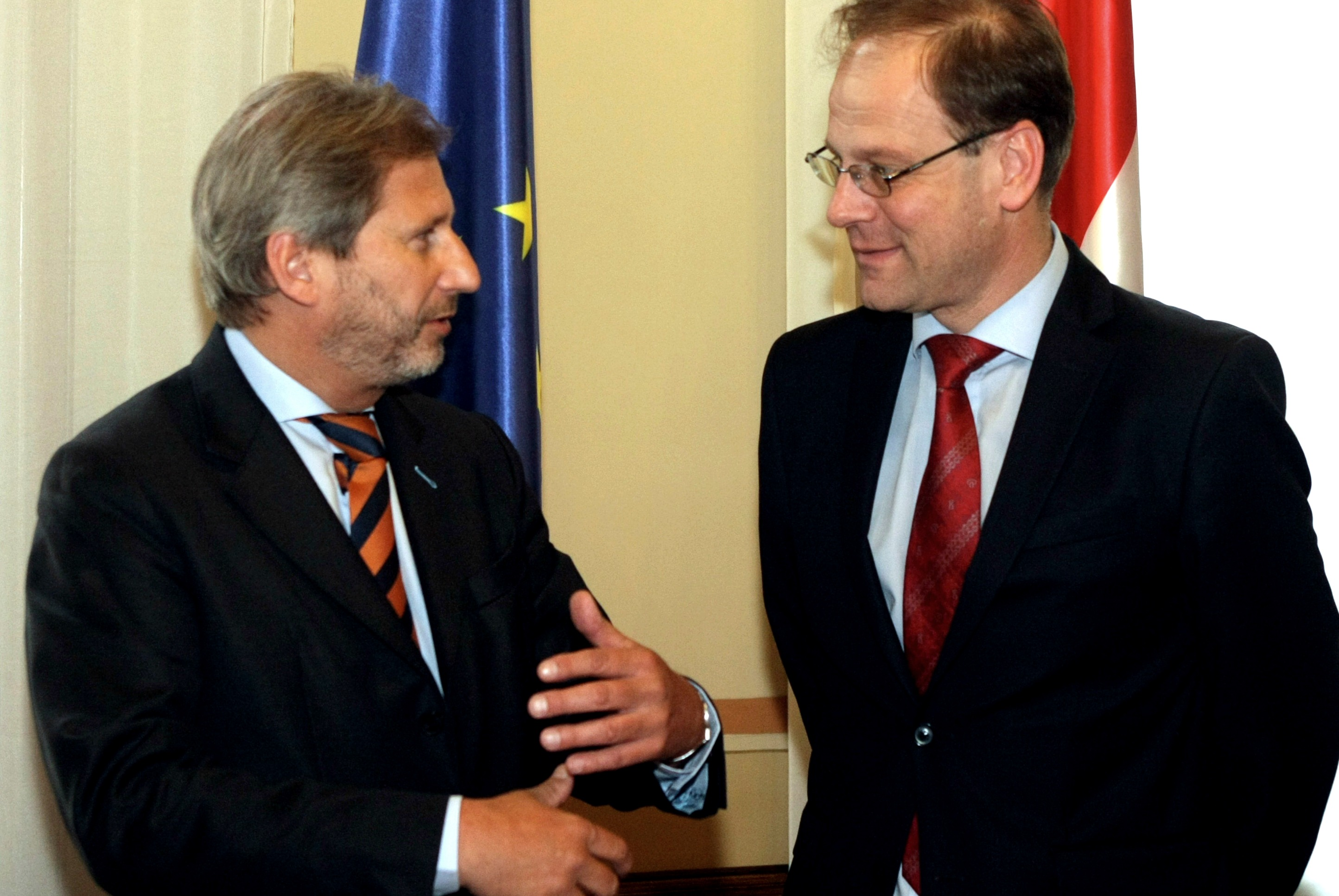 Tibor Navracsics (right) talking to Johannes Hahn, Austrian EU Commissioner [European Commission]