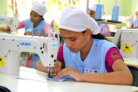 A new textile label marking socially acceptable production standards is a project spearheaded by German Development Minister Gerd Müller. [ILO in Asia and the Pacific]