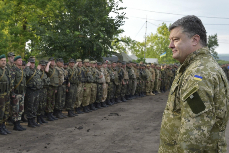 Poroshenko with troops. Photo: website of the President of Ukraine