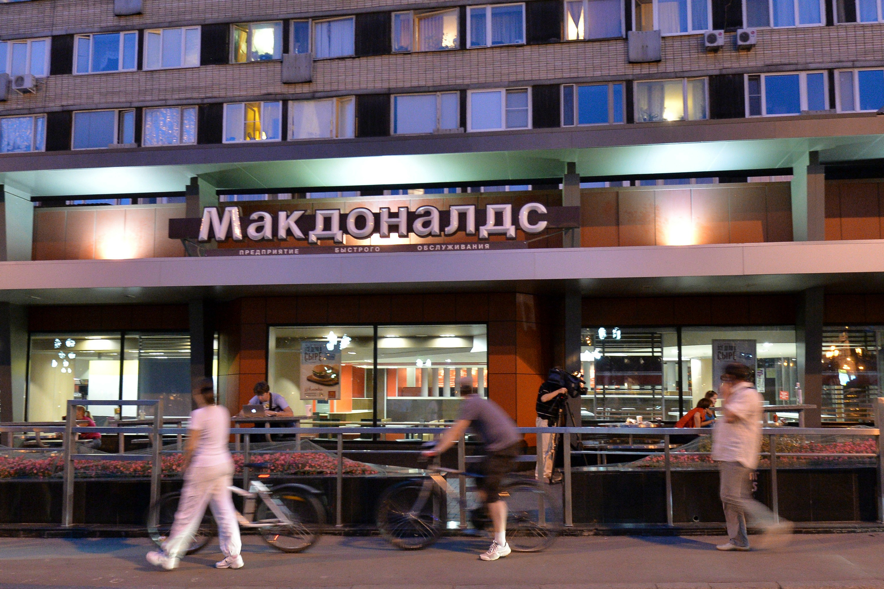 People walk past a closed McDonald's restaurant in Moscow, 20 August. REUTERS