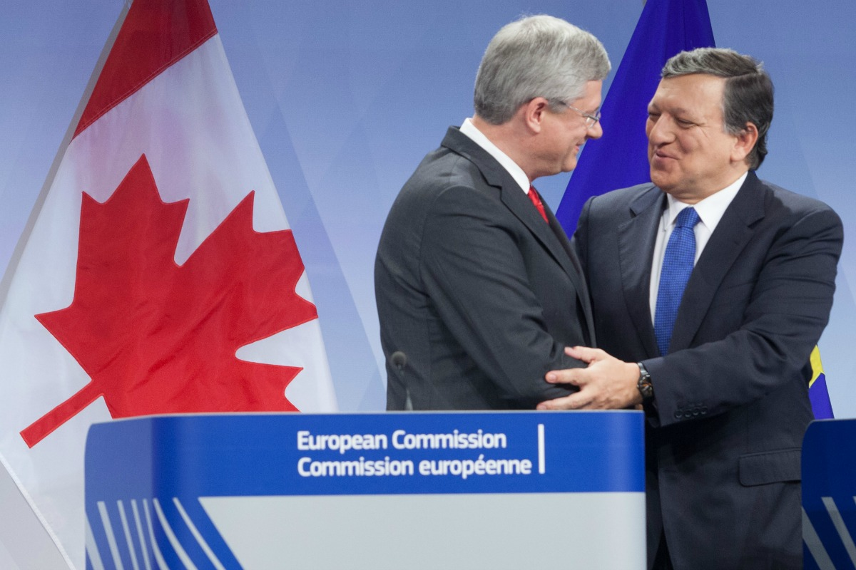 José Manuel Barroso, President of the European Commission, received Stephen Harper, Canadian Prime Minister, on 18 Oct. 2013 [Photo: EC]