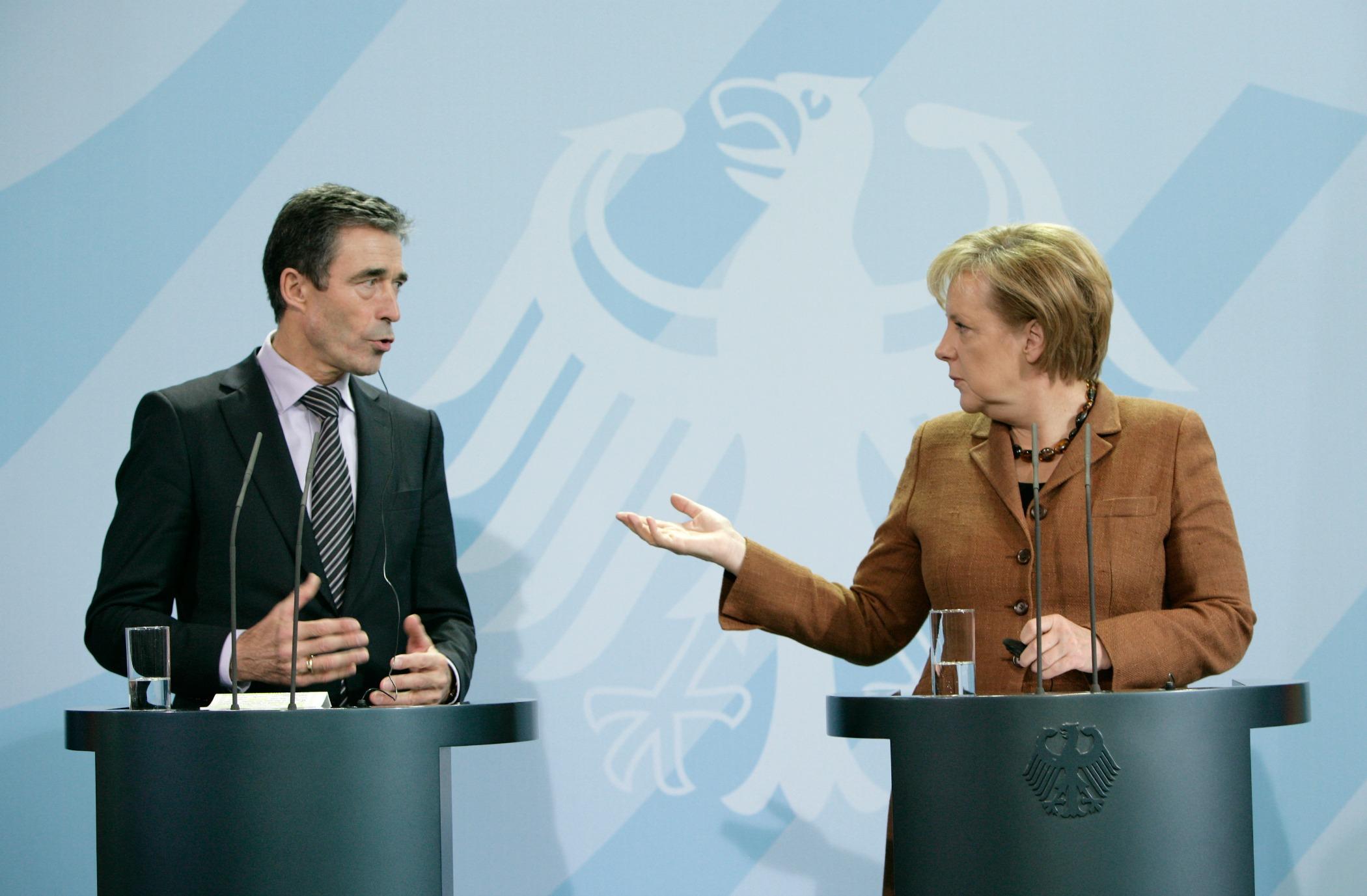 Anders Fogh Rasmussen and Angela Merkel [Medien Bundeswehr/Flickr]