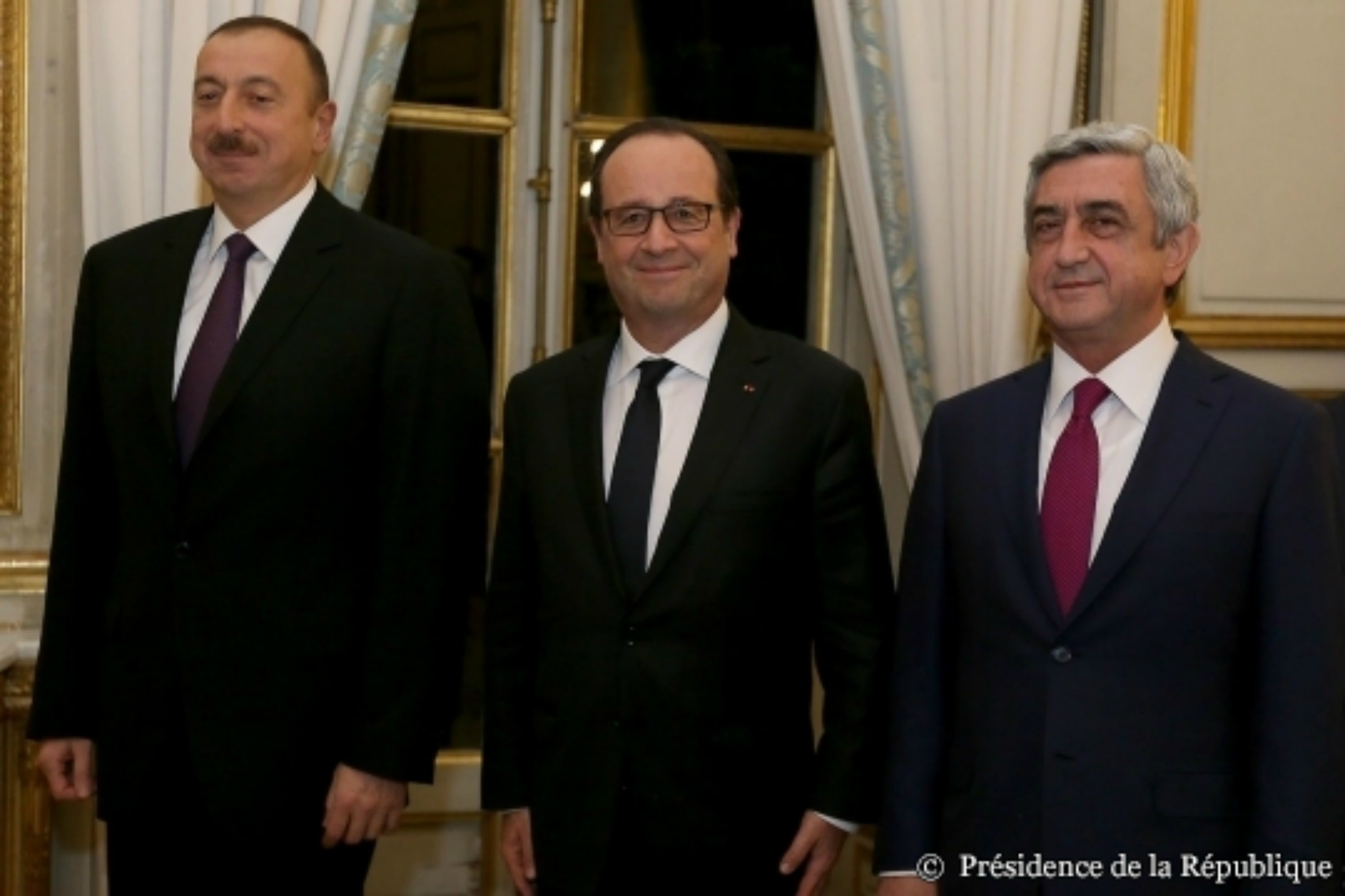 Azerbaijan's Ilham Aliyev, François Hollande and Armenia's Serzh Sargsyan [French Presidency]