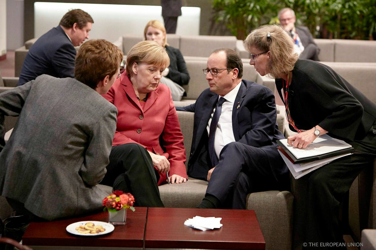 Angela Merkel (Left) and François Hollande at the EU summit, 23 Oct. 2014 [European Council/Flickr]