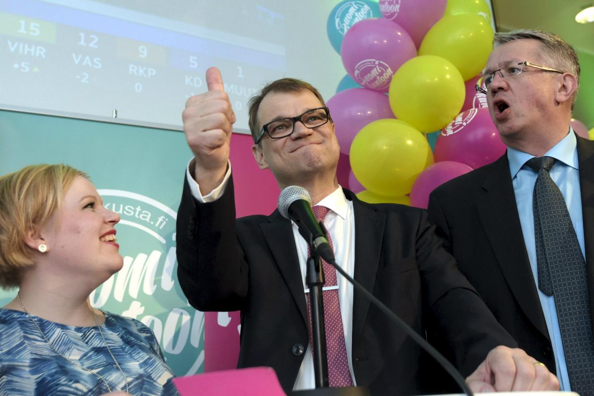 Juha Sipila (centre)