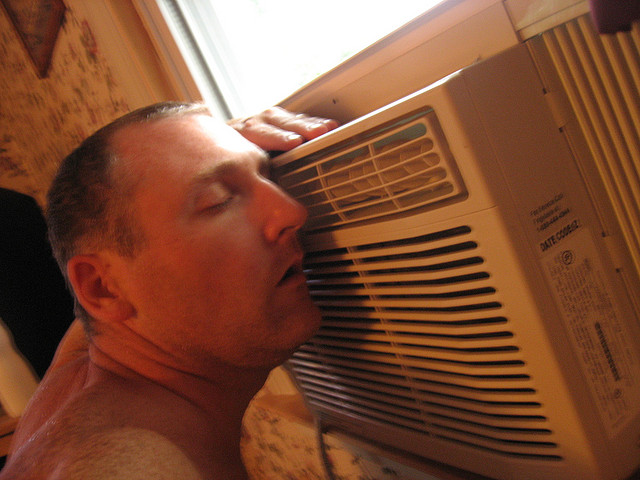 In a heatwave, the surge in air conditioning use is a burden for power operators