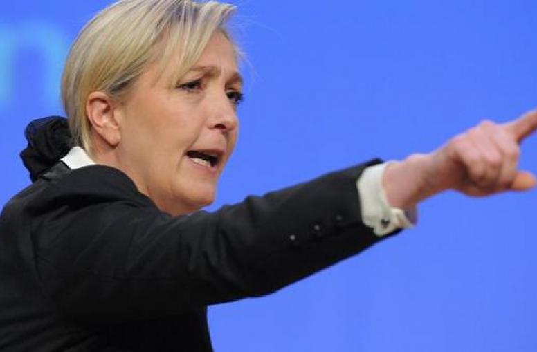 Marine Le Pen geriet während ihrer ersten Konferenz der Präsidenten mit Jean-Claude Juncker aneinander.
