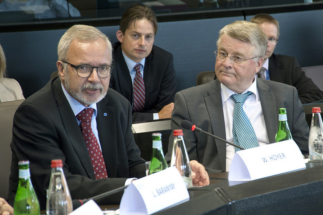 EIB President Werner Hoyer and Committee of the Regions President Markku Markkula at Tuesday's meeting in Luxembourg