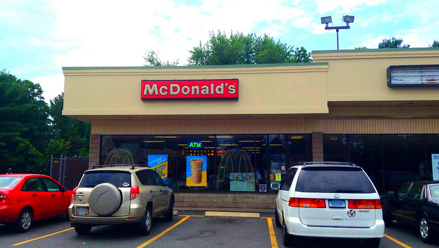 the mcdonalds franchise internationally The total investment necessary to begin operation of a traditional mcdonald's franchise ranges from $1,031,350 to $2,182,050 (see item 7 for small town oil, small town retail, and satellite locations.