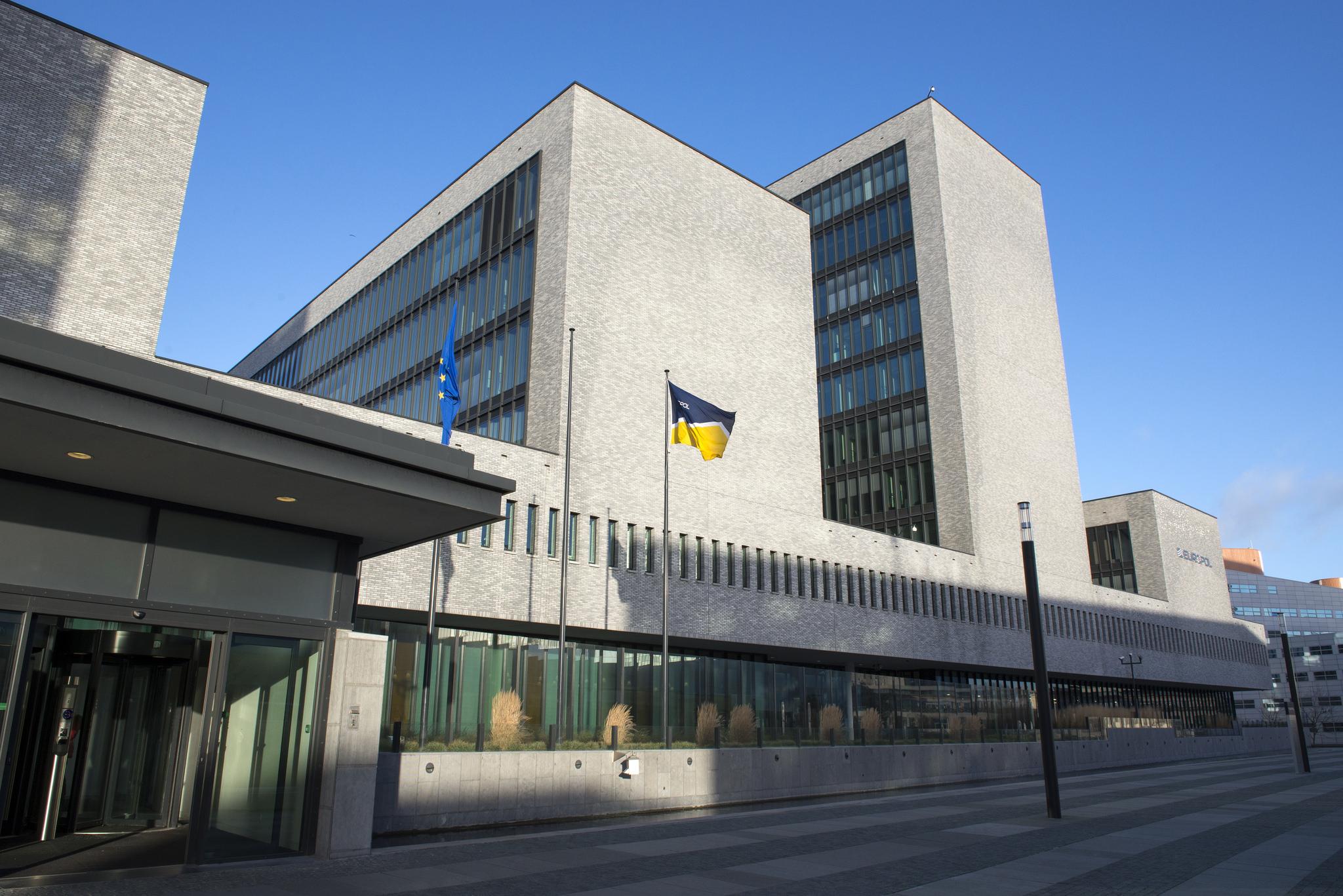 Europol hat eine Website mit Fotos und Steckbriefen von 45 Verdächtigen gestartet.