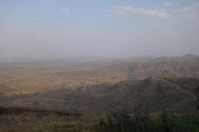 Autour de Lalibela, les vallées desséchées se succèdent.